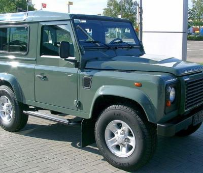 800px land rover defender front 20070518